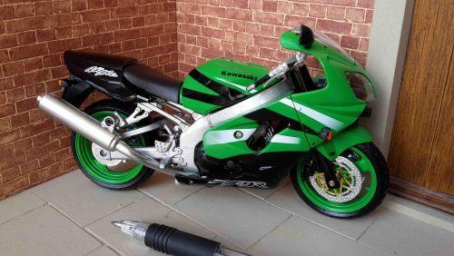 Motorbike - Kawasaki ZX-9R Green