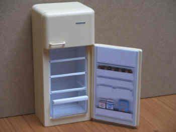 Fridge Freezer  opens - DA10 CREAM