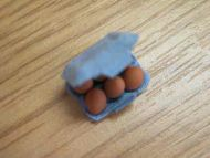 6 Eggs in card egg box - F190