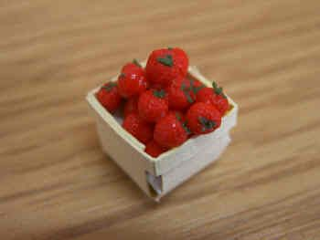 Strawberries in a Punnet - F214