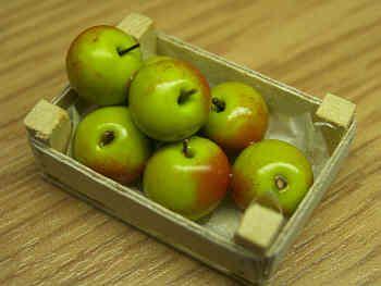 Bramley Apples in wood box - F99