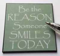 M290 Be The Reason someone Smiles Wall Plaque