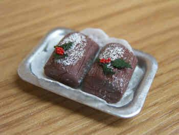 Yule Logs on tray - S65